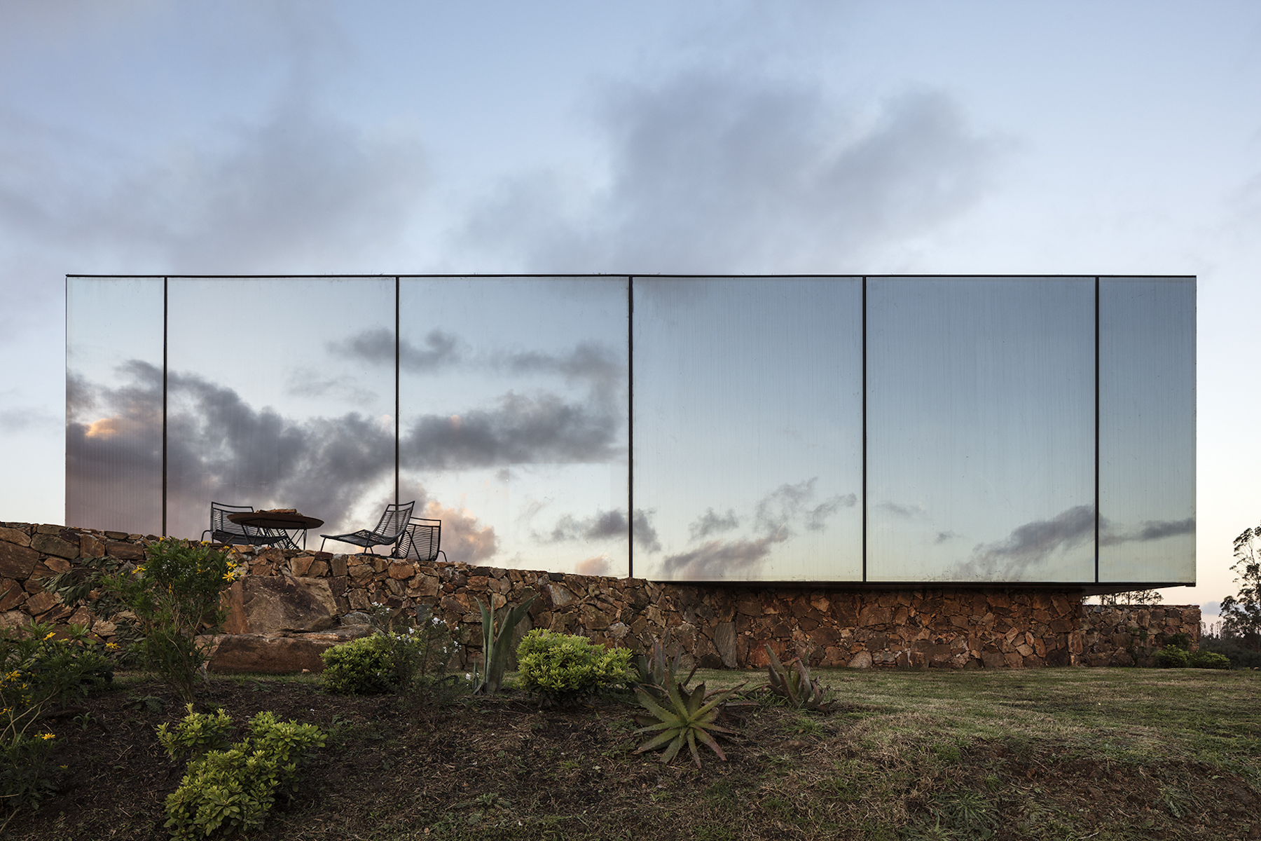 Sacromonte Hotel by MAPA architects. Example of Landscape architecturE. Image by Leonardo Finotti