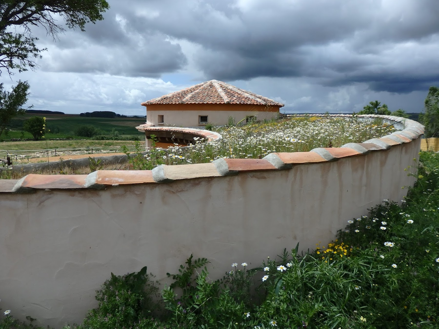 Vellosillo is a good example of rural architecture that motivates abandoned areas.