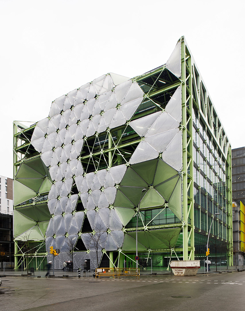 Media Tic building in Barcelona. Sustainable architecture by Ruiz Geli