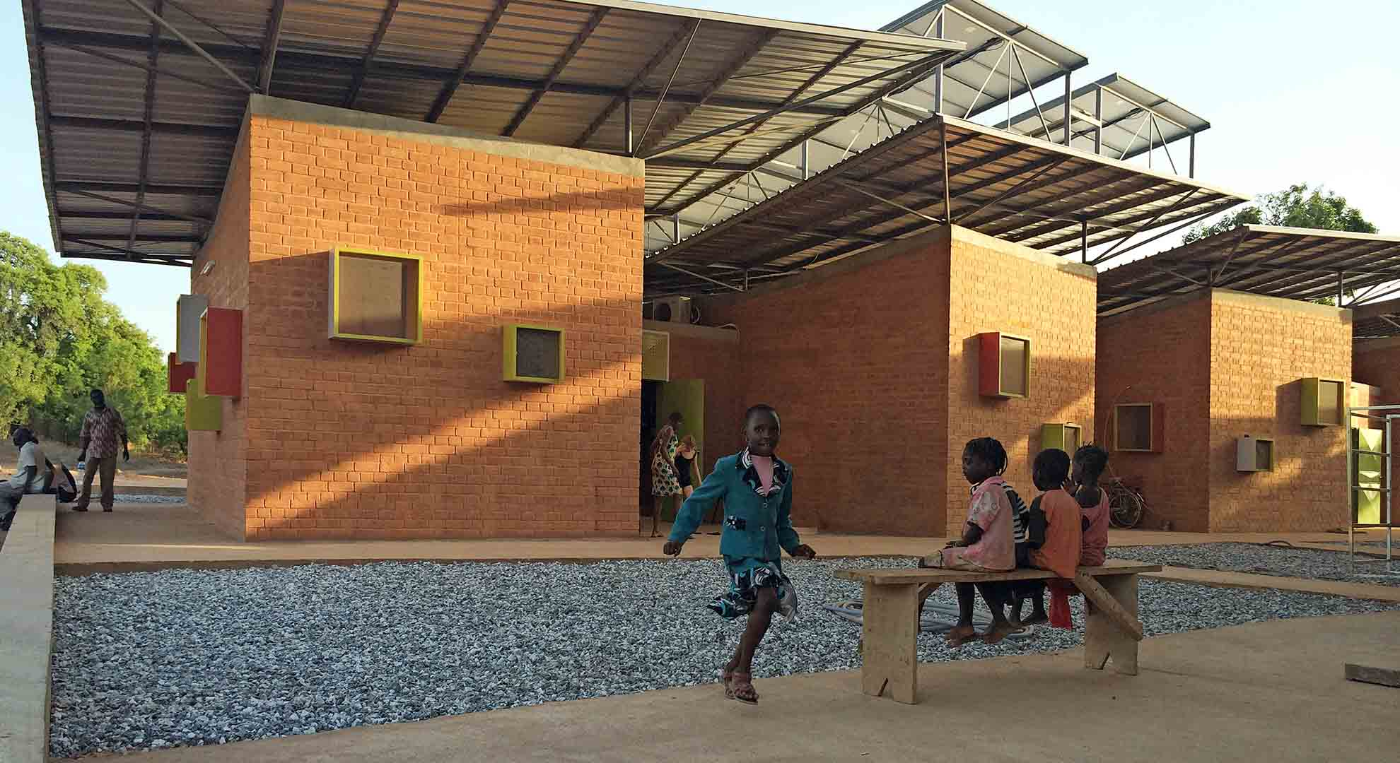 Hospital design in Léo, Burkina Faso, faced the problem of an extreme climate