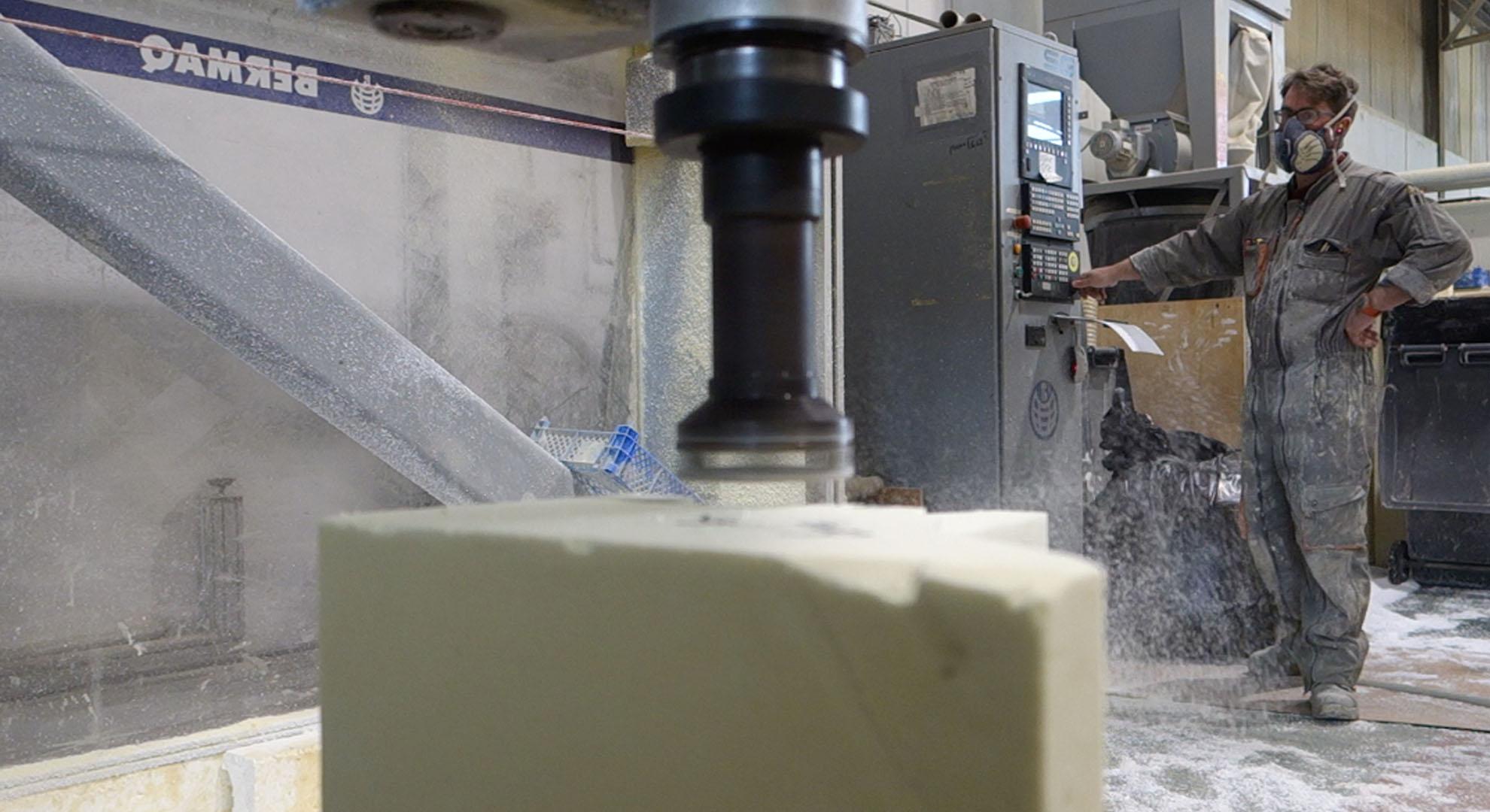 En las fábricas se producen multitud de residuos.