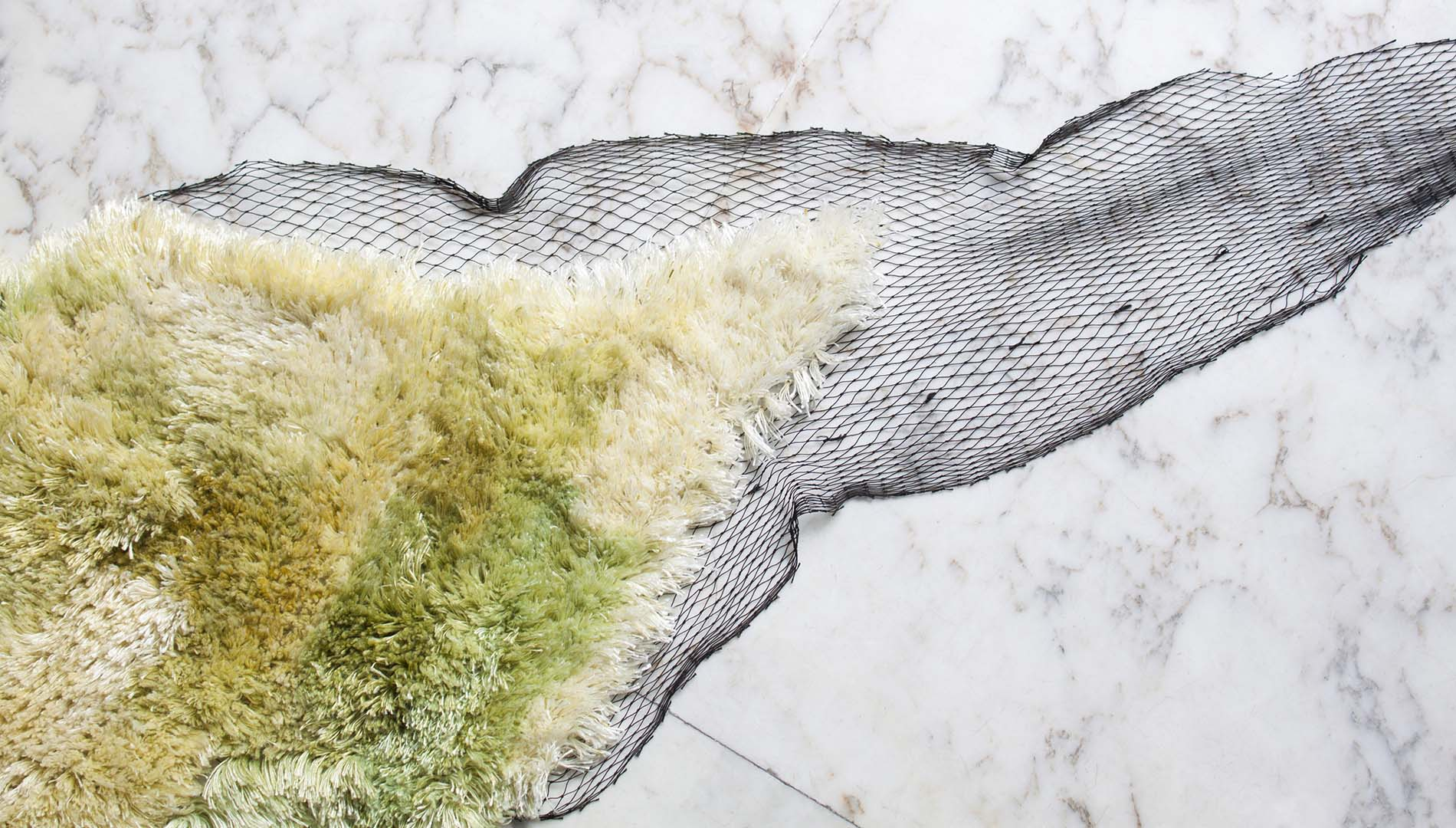 Seaweed yarn can be a sustainable replacement for plastic fabric and an alternative to avoid plastic pollution.