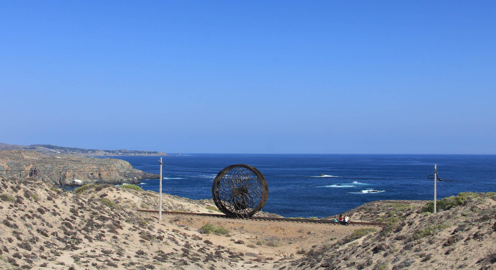 The horizon of the Chilean coast behind the pavilion Ocho Quebradas.