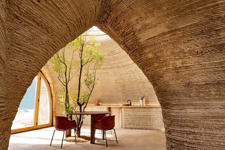 Interior de una vivienda sostenible diseñada por Mario Cucinella.