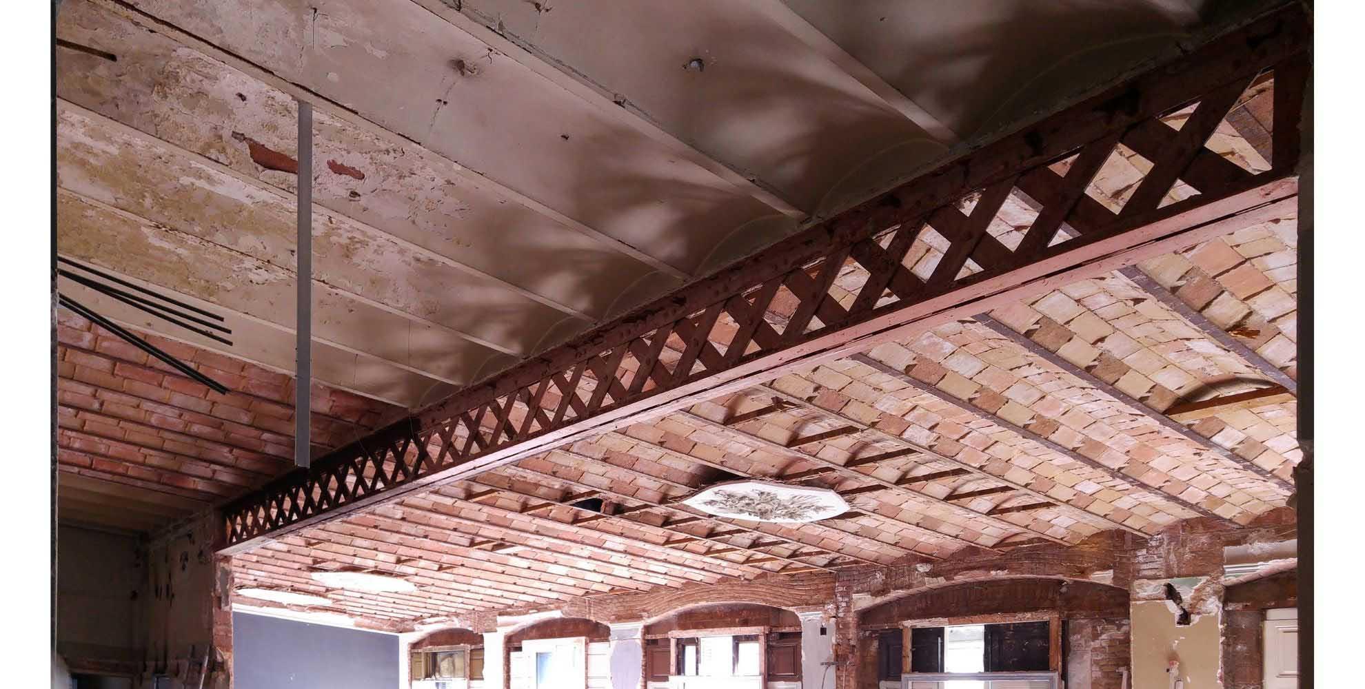 Rehabilitating the ceiling of Casa Burés, Barcelona.