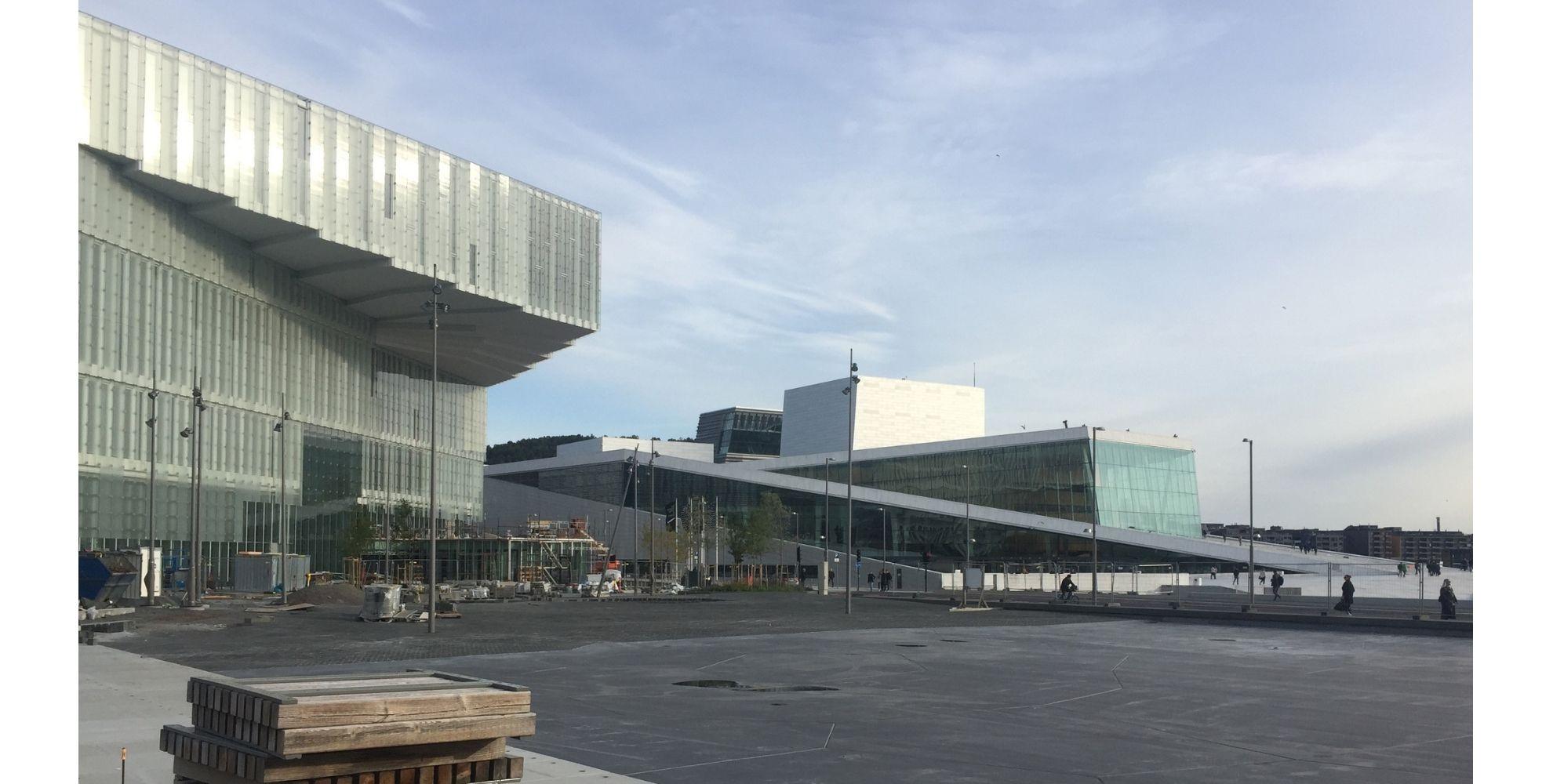 Espacios culturales. Ópera y Ballet Nacional de Noruega y Biblioteca Central de Oslo